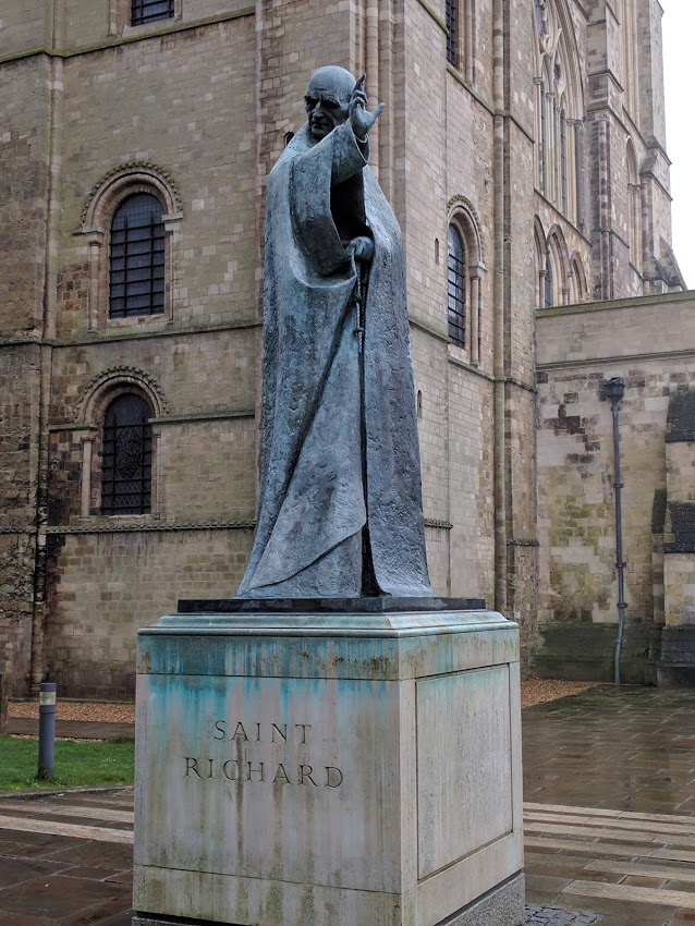 The statue of Richard of Chichester outside of the cathedral